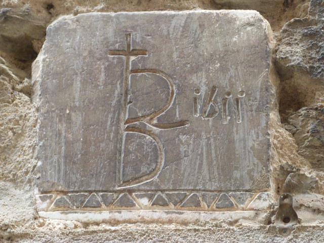 25 Carrer de la Placeta - Monogramme sanctifié d'une croix de St Sépulcre