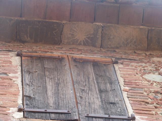 Génoise en Cayrous avec motifs peints à la chaux
