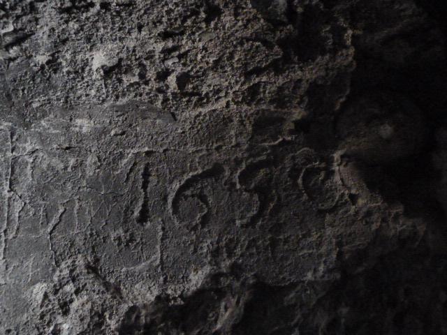 Date 1690 (?) gravée dans la maçonnerie