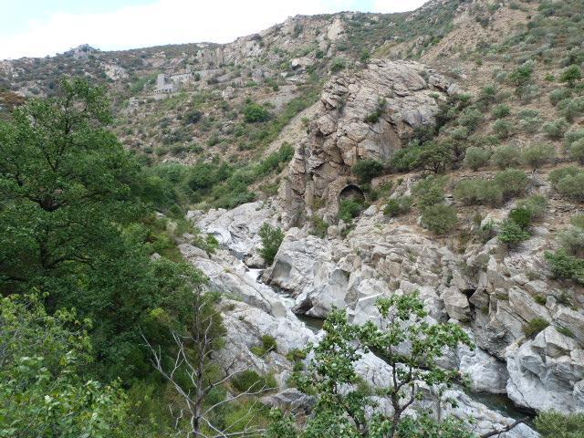 Les vestiges de l'aqueduc de Roqua Colomera
