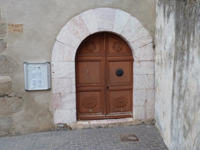 Porte d'entrée de l'église