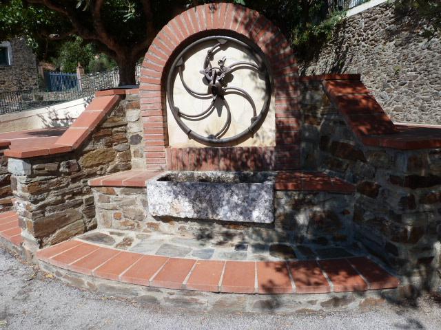 Fontaine près de l'église