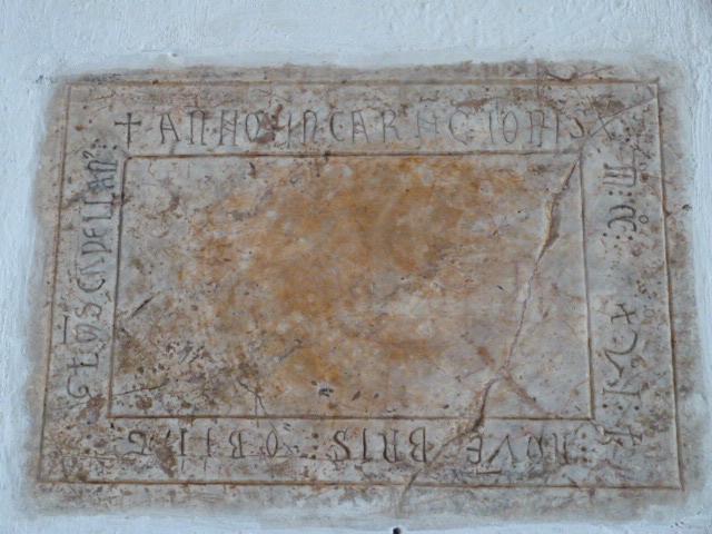 Pierre funéraire (1200)