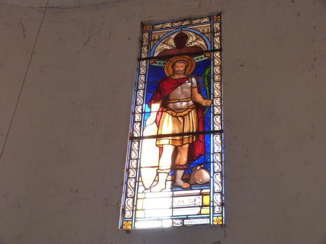 Vitrail au dessus de l'entrée de l'église représentant Saint-Maurice