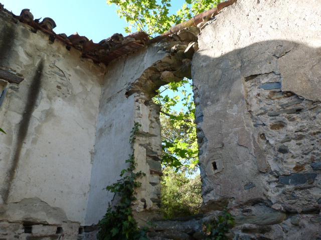 Ruine près de la chapelle - Intérieur