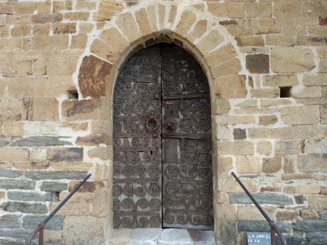 Chapelle de la Trinité - Porte dont les ferrures dateraient du XIIe siècle