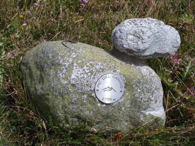 Sculpture indiquant le Pic du Canigou