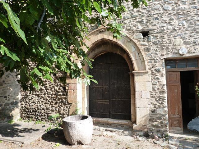 Portail de l'église romane