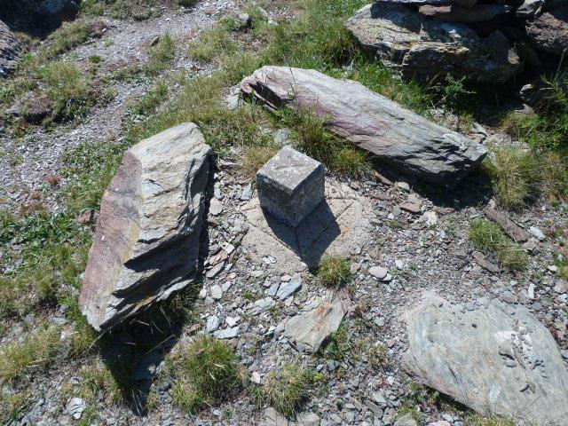 Borne geodesique de roca roja 1